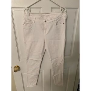 White Old Navy Rockstar mid-rise skinny jeans